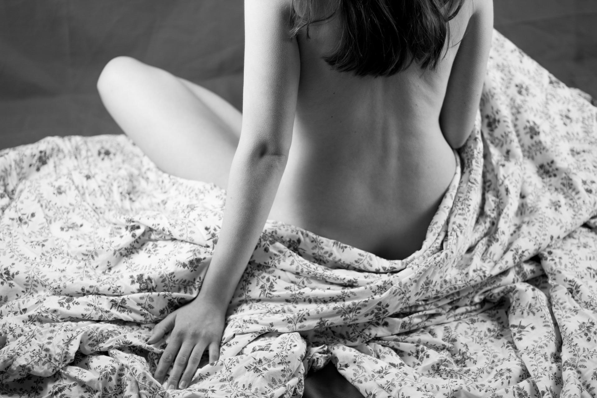 nude-woman-3797748_1920