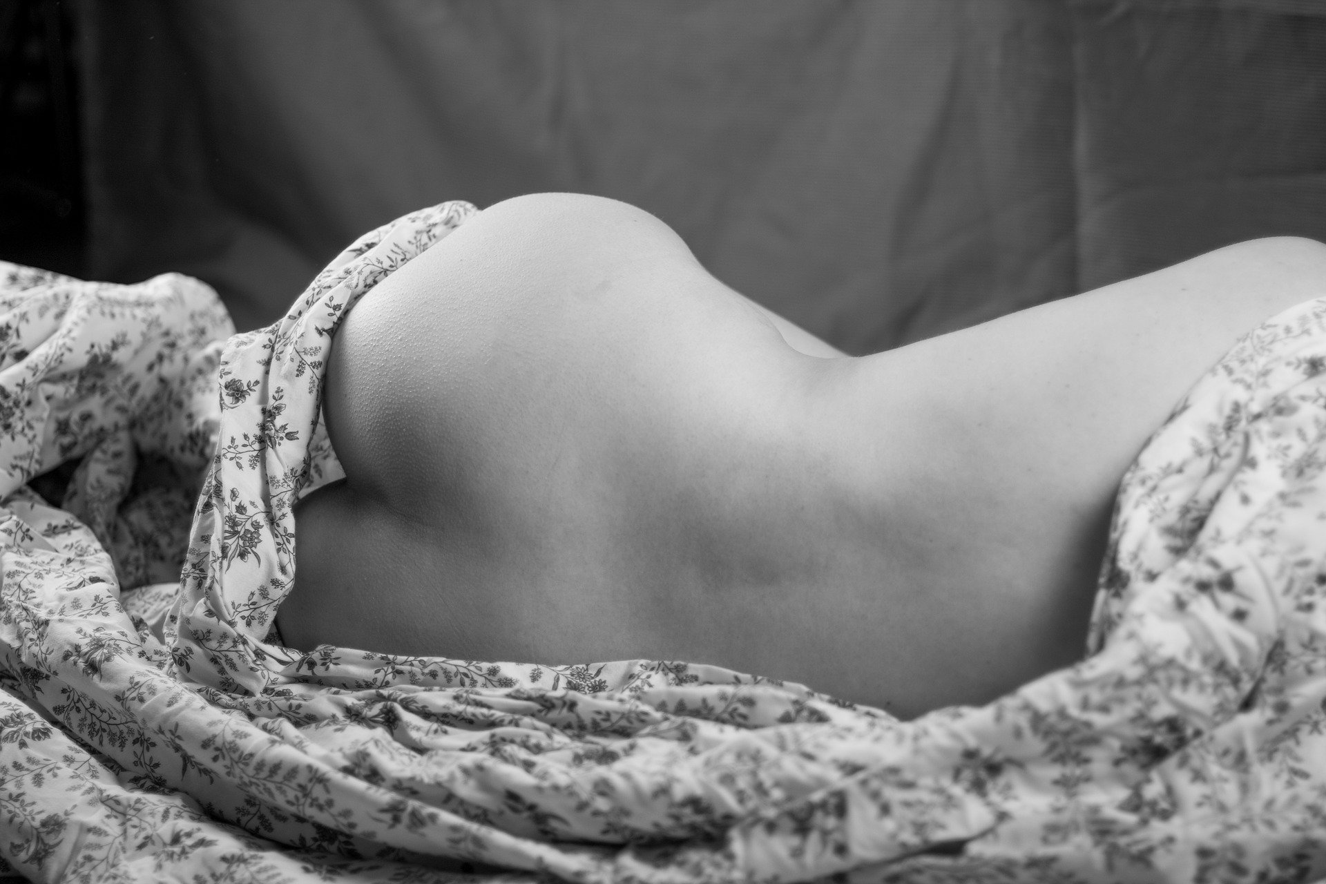 nude-woman-3797749_1920